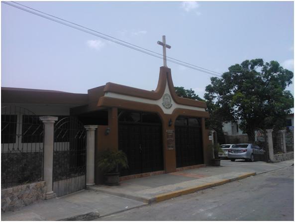 Entrada principal al templo parroquial