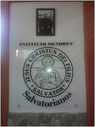Entrada al Instituto Mendoza